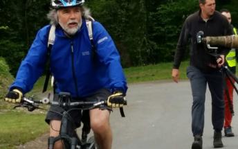 9h12 Jean-Pierre Masi rejoint le groupe des coureurs à Clermont