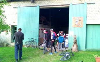 A l'entrée de la grange d'Anes Art 'Gonne