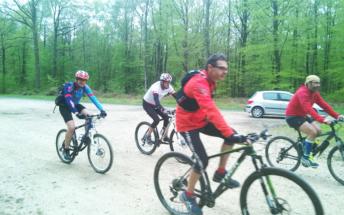 Les VTTistes accompagnant Romain sur la Haute Chevauchée